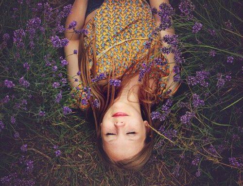 Verwendung von ätherischen Ölen zur Unterstützung des Schlafes